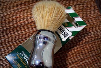 Как чистить помазок для бритья